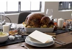 为感恩节准备食物的特写桌子_9546355