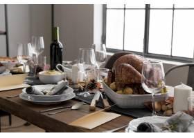 为感恩节准备食物的高角餐桌_9546356