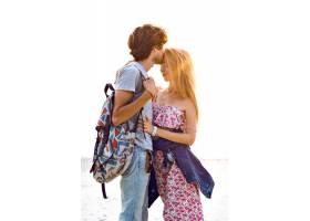 令人惊叹的年轻漂亮情侣在海滩上摆姿势的户_9856072