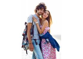 令人惊叹的年轻漂亮情侣在海滩上摆姿势的户_9856076