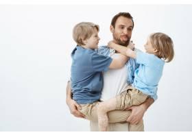 爸爸喜欢和家人在一起无忧无虑的快乐父亲_10178229