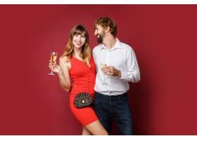 深色头发的女人和她的丈夫拿着香槟_9198006