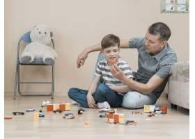 父亲节与儿子玩耍的概念_7732829