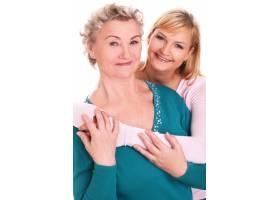 母女俩在白色上摆姿势_7124407