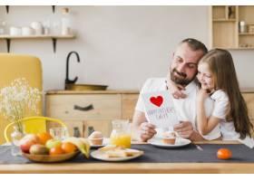 父亲节那天女儿和爸爸一起吃早餐_6672138