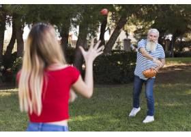 父女俩打棒球_7011883
