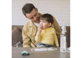 父亲看着儿子的前景_7496368