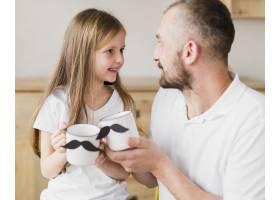 父亲节那天女儿和爸爸一起吃早餐_6672149