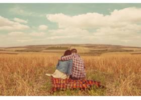 年轻的现代时尚夫妇在户外浪漫的年轻情侣_6436034