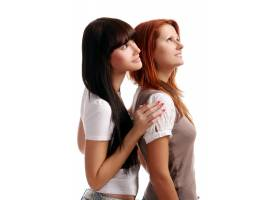 房间里有两个年轻漂亮的女孩_6285916