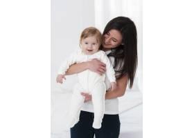 母亲与婴儿合影_6071138