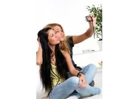 家里有两个年轻的女孩_6285799