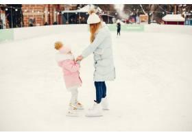 冬城里可爱美丽的一家人_5558210