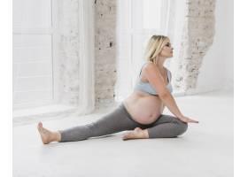 前视孕妇锻炼身体_5594298