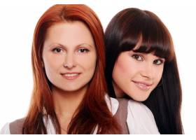 两个年轻漂亮的姐妹_6284656