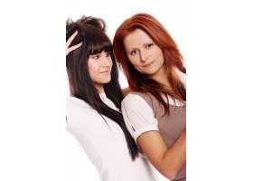 两个年轻漂亮的姐妹_6285912