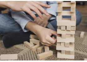 特写家庭在一起玩游戏_6394294