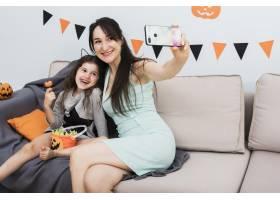 万圣节前夕母亲与女儿自拍_5480707