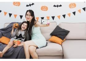 万圣节前夕母亲与女儿自拍_5480711