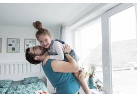 父亲和女儿一起庆祝父亲节_4136354