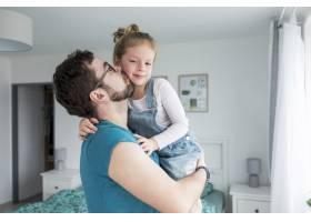 父亲和女儿一起庆祝父亲节_4136352