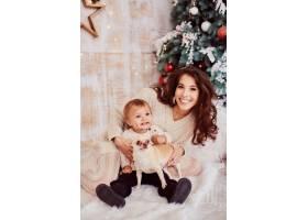 寒假装饰品暖色全家福可爱的妈妈和女_3712851