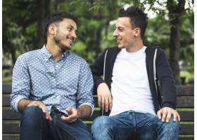 一对同性恋情侣在公园约会_3274227