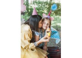 可爱的生日概念与幸福的家庭_3440497