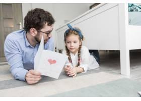 父亲和女儿一起庆祝父亲节_4136401