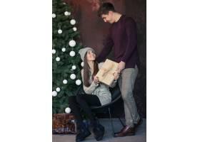 一对情侣在录音棚里过圣诞节_1618082