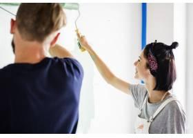 正在装修房子的夫妇_3297315