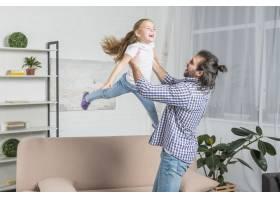 父亲和女儿一起玩耍_3443815