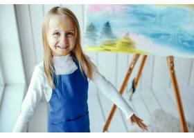 妈妈和女儿在画画_3828070