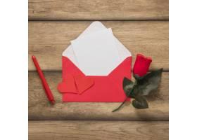 信封里的纸放在钢笔和花边_3562236