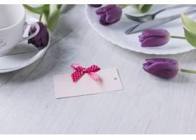 用紫色玫瑰和卡片组成的母亲节作文_1957837