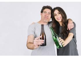 父女俩一起喝啤酒_2222137