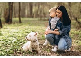 母亲带着儿子和狗_2527786