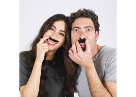 快乐的爸爸和女儿留着假胡子_2231793
