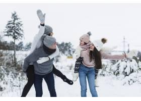 快乐的一家人在一起玩得开心_1868032