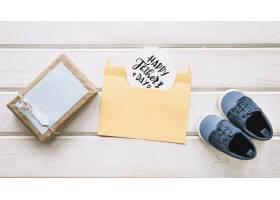 带礼盒和鞋子的父亲节构图_2129212