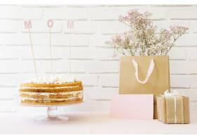 带蛋糕和购物袋的母亲节概念_1960757