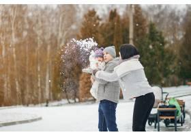 冬日家庭_3179148
