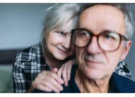 养老院里的一对老年夫妇在一起_2271884