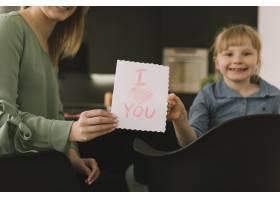 与孩子们在纸上绘画的母亲节概念_2065774
