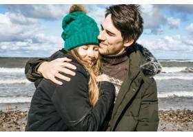 来自寒冷波罗的海的年轻夫妇_1537374
