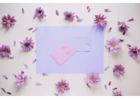 带有卡片和粉红色鲜花的母亲节概念_1956913