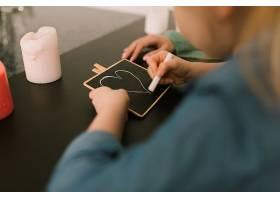 母亲节概念与儿童用粉笔绘画_2065787