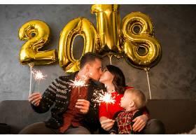 一家人欢庆新年_1603626