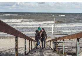 来自寒冷波罗的海的年轻夫妇_1537370