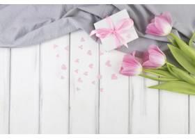 母亲节背景有鲜花和礼物_1936343